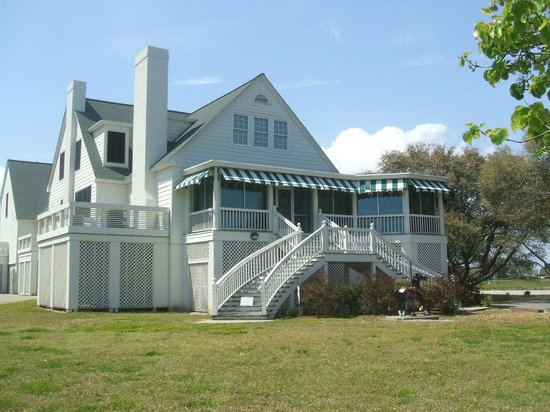 DoubleTree Resort by Hilton Myrtle Beach Oceanfront: Art museum at edge of Springmaid Resort property