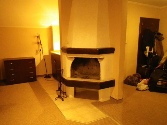 Snejanka Hotel: Fireplace. Apartment lower floor. (no possibility of using as no fuel etc)