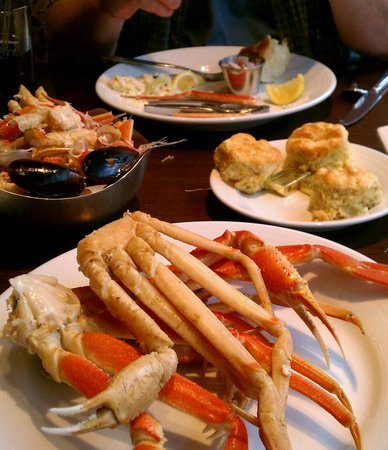 Paula Deen's Kitchen : Yummy Crablegs!