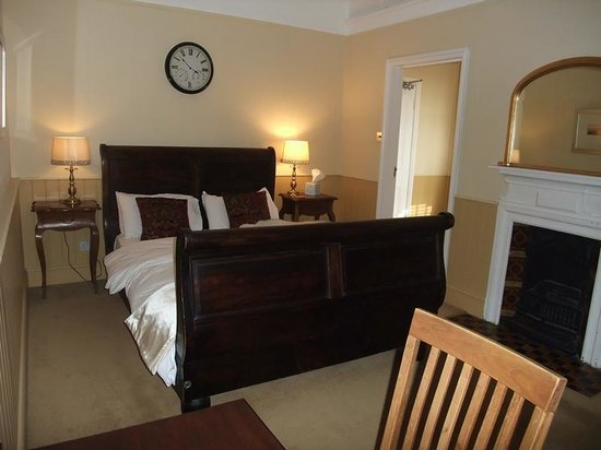 The George Hotel Cley: Bedroom with desk