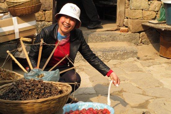 Yinan Zhuquan Country: Yarn Spinning Demonstration