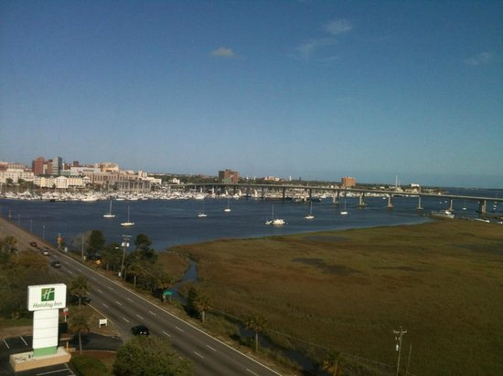 Holiday Inn Charleston Riverview: The view from our room, near the elevators but still quiet