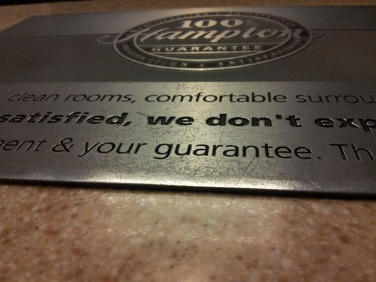 Hampton Inn Bowie: Hampton Inn's guarantee plaque