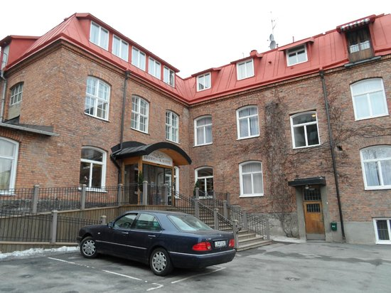 Brommavik Hotel: in front of the hotel