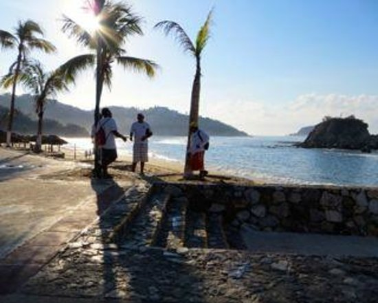 Barcelo Huatulco Beach Resort: Seafront