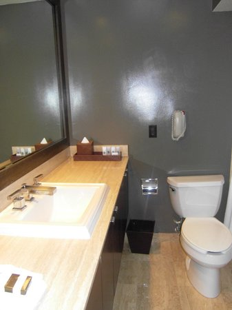 Luxe Sunset Boulevard Hotel: Bathroom,