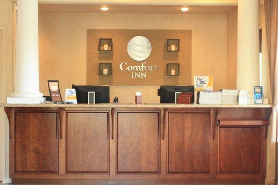 Comfort Inn Eureka: front desk