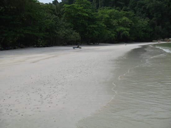 Pangkor Laut Resort: Emerald Bay on a 'clean' beach day