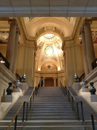 Museum of Fine Arts: the main entryway