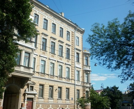 St. Petersburg University: Большой проспект ВО. К 22-ой линии, в Универ на Юрфак.