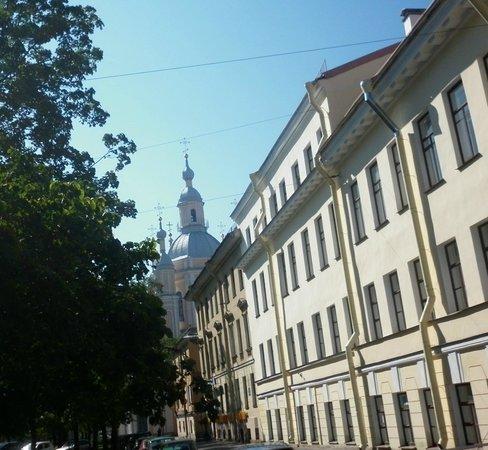 St. Petersburg University: Вид с Большого на Андреевскую церковь, там в переулке корпус Юридического был, сейчас - не знаю?