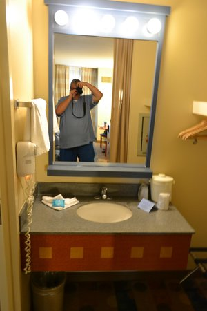 Disney's Pop Century Resort: Sink area