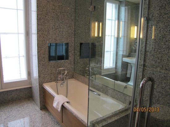 Haymarket Hotel: Junior suite bathroom