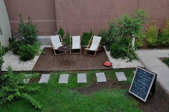Quiet garden, Casa Lila, Bed and Breakfast in Mendoza, Argentina.
