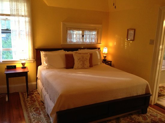 Carolina Bed & Breakfast: Gold Finch room