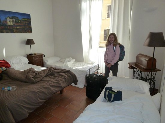 Domus Quiritum B&B: Room for 2 adults with kid rollaways