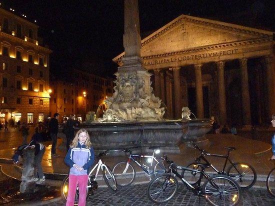 Domus Quiritum B&B: Bikes in front of the Pantheon