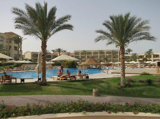 Cleopatra Luxury Resort Sharm El Sheikh: Top Pool with pool bar