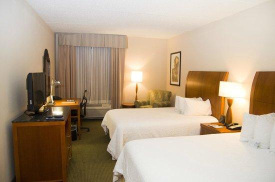 Hilton Garden Inn Tuscaloosa: Queen Guestroom