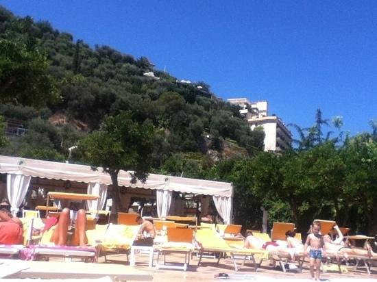 Grand Hotel Parco Del Sole: view from sun lounger towards poolside resteraunt area
