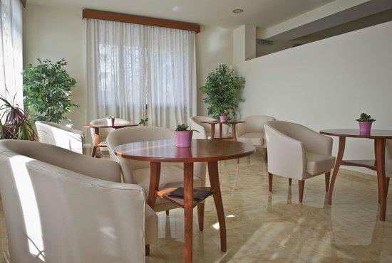 Olympion Hotel: Dining
