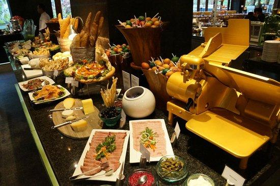 The Laguna, a Luxury Collection Resort & Spa: Restaurant