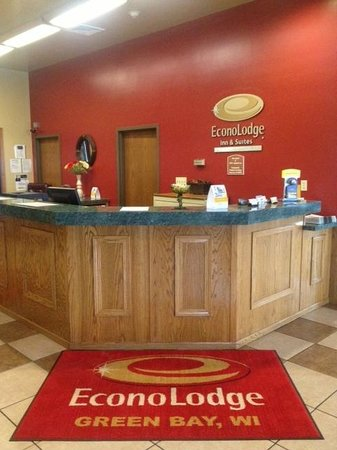 Econo Lodge Inn & Suites : FRONT DESK