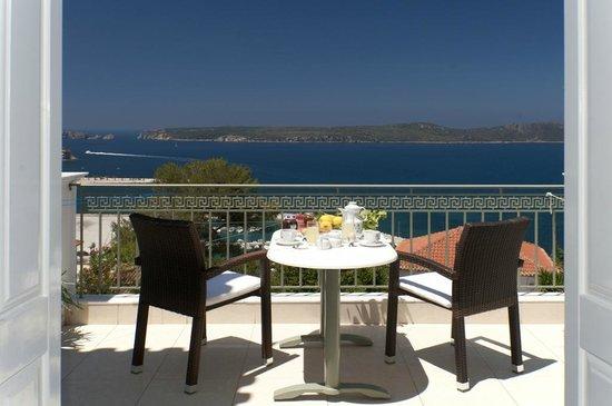 Hotel Anezina: Veranda view (Afternoon)