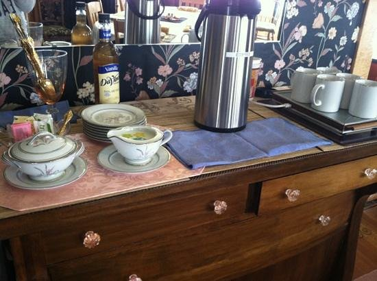 Ferris Mansion Bed and Breakfast: great coffee bar!