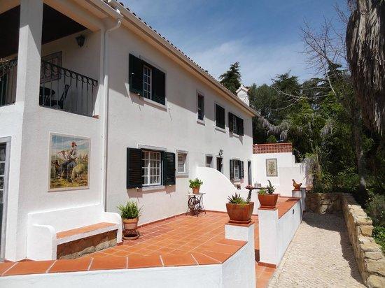Quinta Verde Sintra: Ruime kamers met eigen terras uitkijkend op de tuin