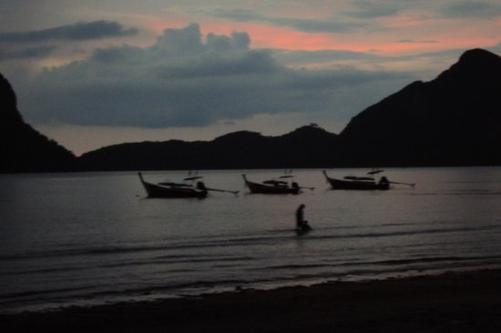 Saithong Resort: beach