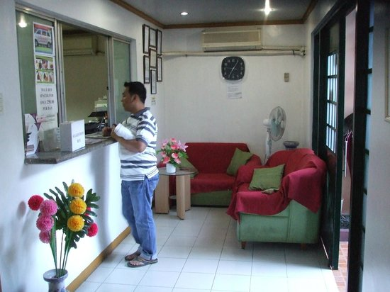 Amax Inn Makati: front