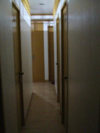 Amax Inn Makati: passage