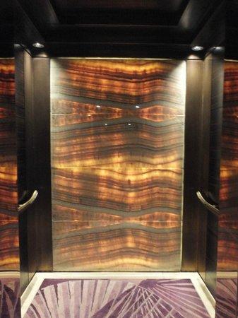 Siam Kempinski Hotel Bangkok: Elevator Interior