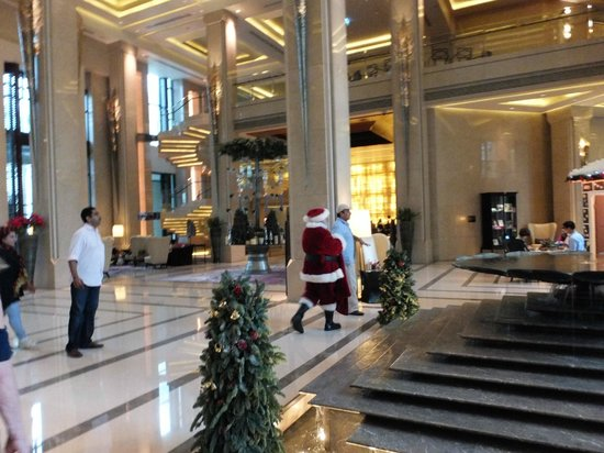 Siam Kempinski Hotel Bangkok: Santa during our stay
