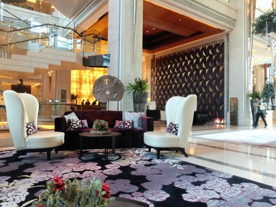 Siam Kempinski Hotel Bangkok: Lots of wonderful places to sit