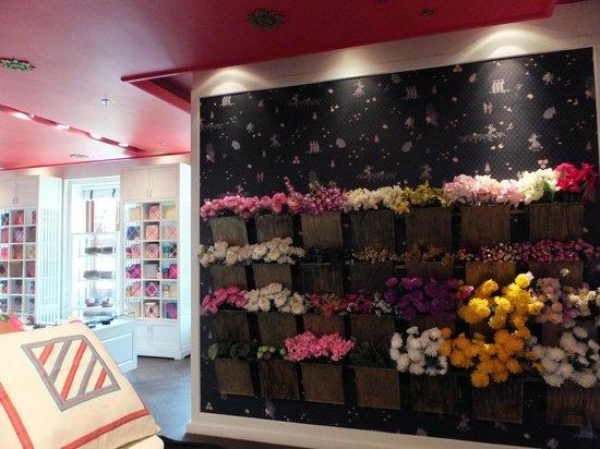 Queen Sirikit Museum of Textiles: Very nice store