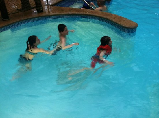 Maui Sands Resort & Indoor Waterpark: Pool Fun!
