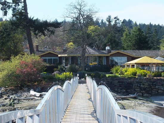 Galiano Oceanfront Inn and Spa: View from the end of the pier