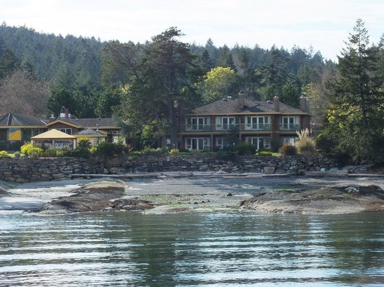 ‪‪Galiano Oceanfront Inn and Spa‬: View from the ferry‬
