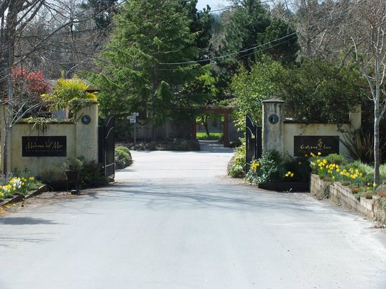 Galiano Oceanfront Inn and Spa: Entrance gates
