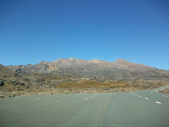 Whakapapa Ski Area: Road towards Whakapapa