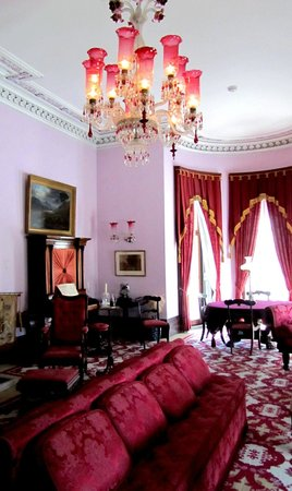 Dundurn Castle : Pink formal sitting room