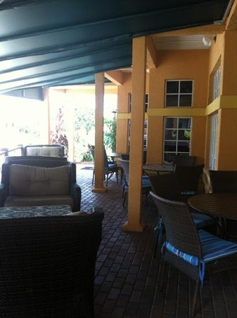 BEST WESTERN PREMIER Saratoga Resort Villas: front lounge area