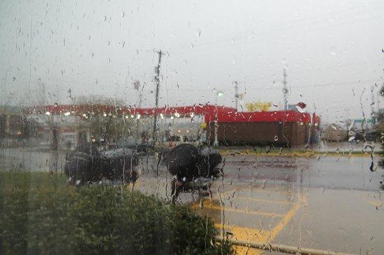 Days Inn Joplin: Weather nearly kept us here another night!