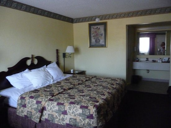 Days Inn St Augustine/Historic Downtown: King bedroom