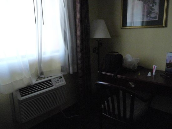 Days Inn St Augustine/Historic Downtown: A/C unit, pretty loud