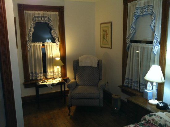 The Willow Tree Inn Bed & Breakfast: room 6
