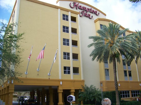 Hampton By Hilton Miami-Coconut Grove/Coral Gables: ..Vista de frente del hotel..