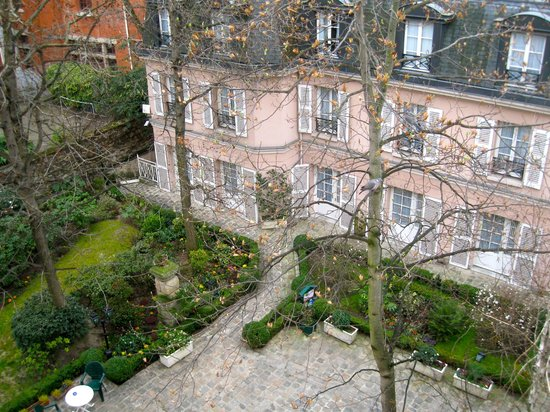 Hôtel des Grandes Ecoles : view of garden and other part of hotel from our window